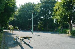 寺前第一公園 約630m(徒歩8分)