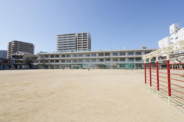 久留米市立金丸小学校 約540m(徒歩7分)