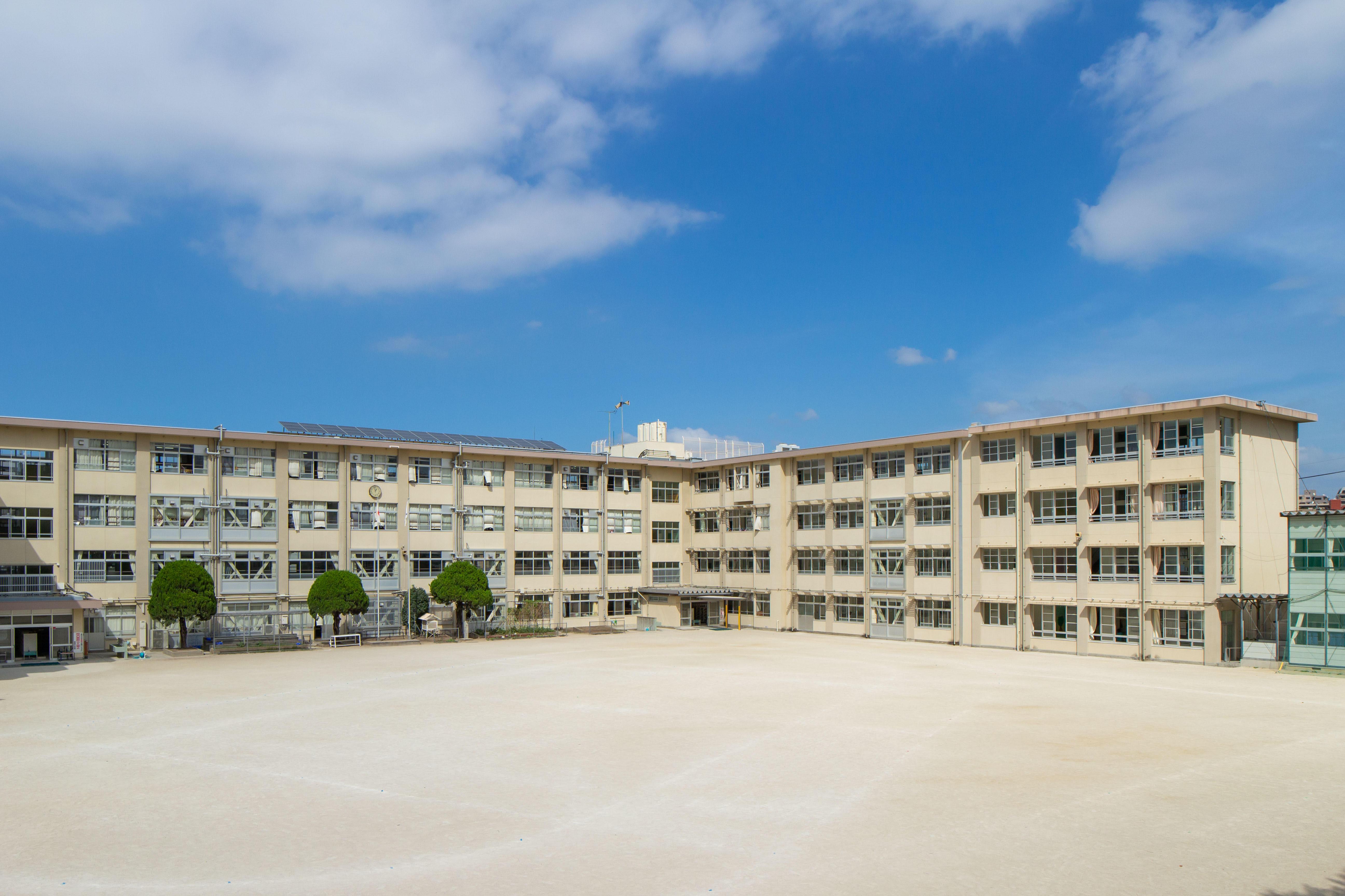 西高宮小学校 約880m(徒歩11分)