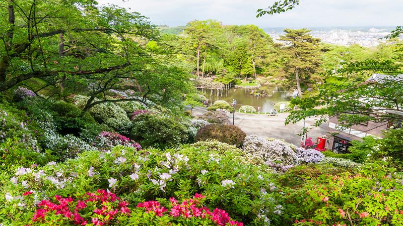 千秋公園 約1,400m(徒歩18分)