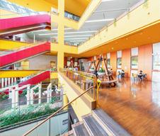 橋本図書館 約1,340m(徒歩17分)
