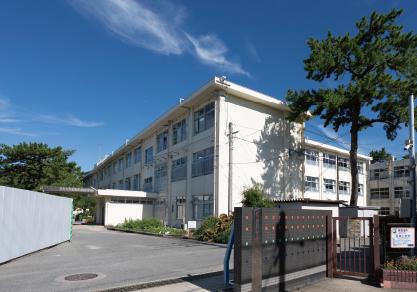 福岡市立百道中学校 約470m(徒歩6分)