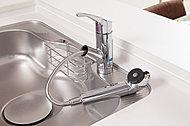 浄水器を内蔵したハンドシャワー水栓を標準装備。浄水・原水の切替や、ストレート・シャワーの切替がワンタッチでできます。