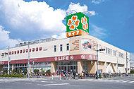 ライフ六町駅前店 約670m(徒歩9分)