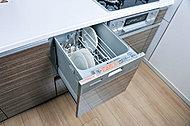 食器洗いが簡単で美しく仕上がる上、衛生的で節水効果のあるコンパクトタイプの食器洗い乾燥機を標準装備しました。