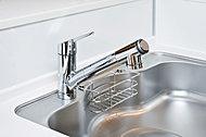 浄水器を内蔵したハンドシャワー水栓。浄水・原水の切替やストレート・シャワー切替がワンタッチでできます。