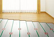 リビング・ダイニングには床暖房を採用。温水を利用して足元から心地よく室内を暖める暖房システムです。※参考写真