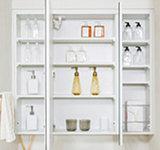鏡裏の収納は可動式の棚になっているため、小物などもキレイに片付けることができます。(60A・60Bタイプ)