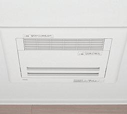 浴室の湿気をすばやく解消し、雨天時の洗濯物の乾燥や寒い季節の入浴前暖房も可能です。24時間換気乾燥機能付で、防カビにも役立ちます。
