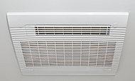 浴室の湿気をすばやく解消し、雨天時の洗濯物の乾燥や寒い季節の入浴前暖房も可能です。24時間換気機能付で、防カビにも役立ちます。