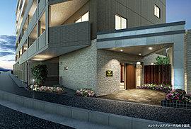 上質な私邸へといざなう、プライベート空間への入口。緑の潤いに彩られたエントランスアプローチから、質感豊かなデザインが風格を漂わせるエントランスへ。ここに住む方を深いやすらぎに満ちた迎賓の空間へと優しくお招きします。