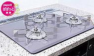 美しく耐熱性に優れたパールクリスタルトップコンロ。吹きこぼれなどの汚れもひと拭きでお掃除も簡単。