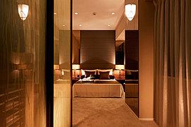 寛ぎに満ちたプライベートスペースで上質な安らぎを。明日からの活力を創造する主寝室。※2015年9月撮影