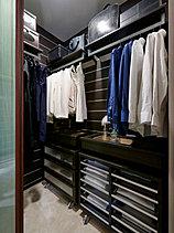 ウォークインクロゼットは全戸標準装備。オールシーズンの洋服を収納することはもちろん、スーツケースやゴルフバックなども楽々収納できます。※2015年9月撮影