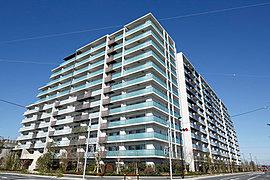 全253邸のビッグプロジェクト。南東向き・南西向きの2棟配棟で、たっぷりの陽光が降り注ぎます。