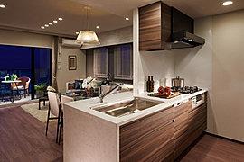 使う人の視点で細やかな配慮をしたデザイン性の高いキッチン。美しさと先進の機能を備えた豊富なアイテムを採用しています。