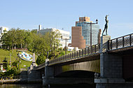 幣舞橋 約210m(徒歩3分)