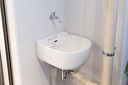 バルコニーの掃除やスニーカー等の洗浄、ガーデニングの水やりなどに便利な外用シンク。