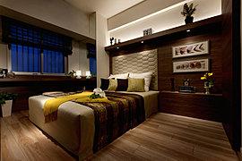 主寝室は、もうひとつのリビングとして、ゆっくりと時間を過ごすためのゆとりと上質感をデザイン。忙しい日常を、心地よく癒してくれます。