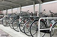 敷地内に大人用自転車2台分の収容が可能なスペースを全38戸分確保。※自転車の規格・寸法・重量等によっては、収容できない場合があります。