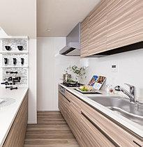 食を司るキッチンは、どこよりも機能的で、衛生的でありたいもの。その想いを込め、快適さと洗練さを兼ね備えた設備を充実。気軽に使いこなせて、手入れがしやすい空間を追求しました。