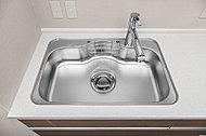 大きなお皿や大型の調理用具も洗える大きめのシンク。低騒音仕様なので、水の音や食器等を落とした音も軽減します。