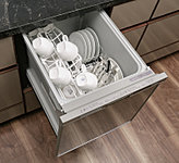 忙しい毎日の家事をサポートするビルトイン食器洗い乾燥機を標準装備。ビルトインなので邪魔にならず時間や水を節約できるうれしい設備です。