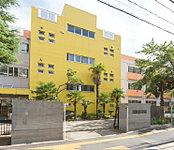 新宿小学校 約940m