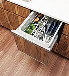 毎日の家事をサポートするビルトイン食器洗い乾燥機を標準装備。ビルトインなのでスペースをとらず時間や水を節約できるうれしい設備です。※2