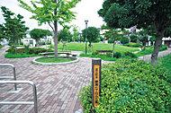 綾瀬七丁目丘公園 約180m(徒歩3分)