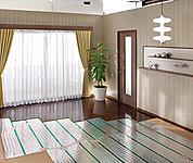 空間全体は「ふく射熱」の快適な室温に包まれ、足元は床から伝わる「伝導熱」の暖かさ。この仕組みにより、頭寒足熱の環境をつくることができます。お部屋の空気が乾燥しすぎることもなく身体にやさしい健康暖房です