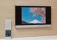 浴槽に浸かりながら楽しめる12インチの浴室テレビを標準装備。「たからのマイクロバブルトルネードO2」はTVリモコンで操作でき、バスタイムのリラックス効果をより高めます。