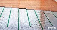 心地よく暖めるTES温水式床暖房を採用。塵や埃が舞い上がらないため、室内の空気が汚れる心配がありません。