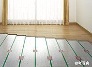 リビング・ダイニングには、塵や埃が舞い上がらない床暖房を採用。室内の空気が汚れる心配がありません。