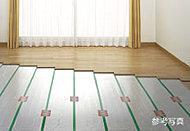 床暖房システムは、塵や埃が舞い上がりにくいため室内の空気の汚れがあまり気になりません。