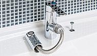 シンプルでスタイリッシュなデザイン。スリム&コンパクトな吐水口引出し式水栓です。洗面ボウルの清掃などにも便利です。