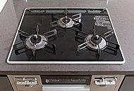 熱や衝撃に強く、インテリア性に優れたパールクリスタルトップは汚れてもさっと拭き取れるのでお手入れも簡単です。
