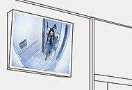 エレベーター内部の映像が1階エレベーターホールに設置された監視モニターに映し出されます。※参考写真