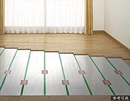 リビング・ダイニングには、足元から部屋全体を温めるガス温水床暖房を採用。塵や埃が舞い上がりにくいため、室内の空気の汚れがあまり気になりません。