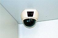 共用部には防犯カメラを設置し、またエレベーター内にも防犯カメラを設置。夜の遅い帰宅時や、お子様が一人でエレベーターに乗るような時も安心です。