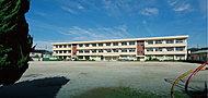 市立中村小学校 約560m(徒歩7分)