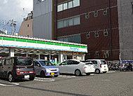 ファミリマート湊町四丁目店 約330m(徒歩5分)