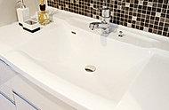 機能性・意匠性に優れた洗面化粧台。お掃除も簡単です。
