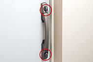 破壊に対する強度が優れた鋼製の玄関ドアとダブルロックを標準採用しています。