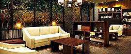 「ライブラリースペース」に隣接して、壁一面にハイサッシを設けた「ラウンジスペース」を設置。やわらかい自然光が満たす開放的なフロアの目前には石積み塀と緑を配しました。ソファに身をあずけ、優雅なひとときをお楽しみください。