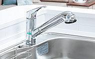 キッチンに浄水器を設置。いつも衛生的でおいしい水がご利用いただけるように配慮しました。※カートリッジ交換は自己負担です。