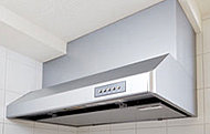 空気の吸い込み効率をアップさせる整流板をレンジフードに採用しました。