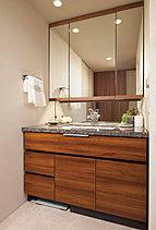 上質さと美しさにこだわったキッチンやお手入れがしやすく清潔感あふれるパウダールーム