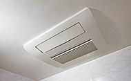 雨の日や夜間でも洗濯物を乾かすことができるほか、冬場に重宝な暖房機能、快適な送風機能なども備えています。