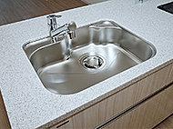 静音シンクを採用。大きな調理器具の洗浄がしやすい形状です。